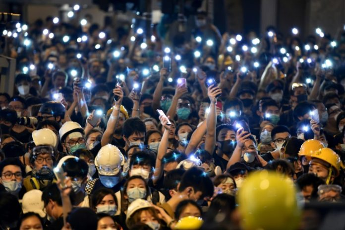 Hong Kong police vow to pursue HQ siege protesters